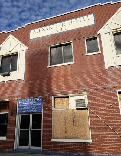 Latest effort to revive hotel, theater fails 1