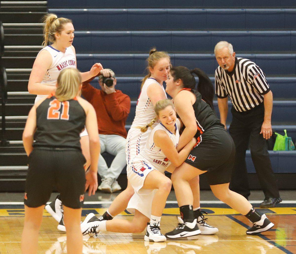 Lady Pats open 3-1 at Marion tourney