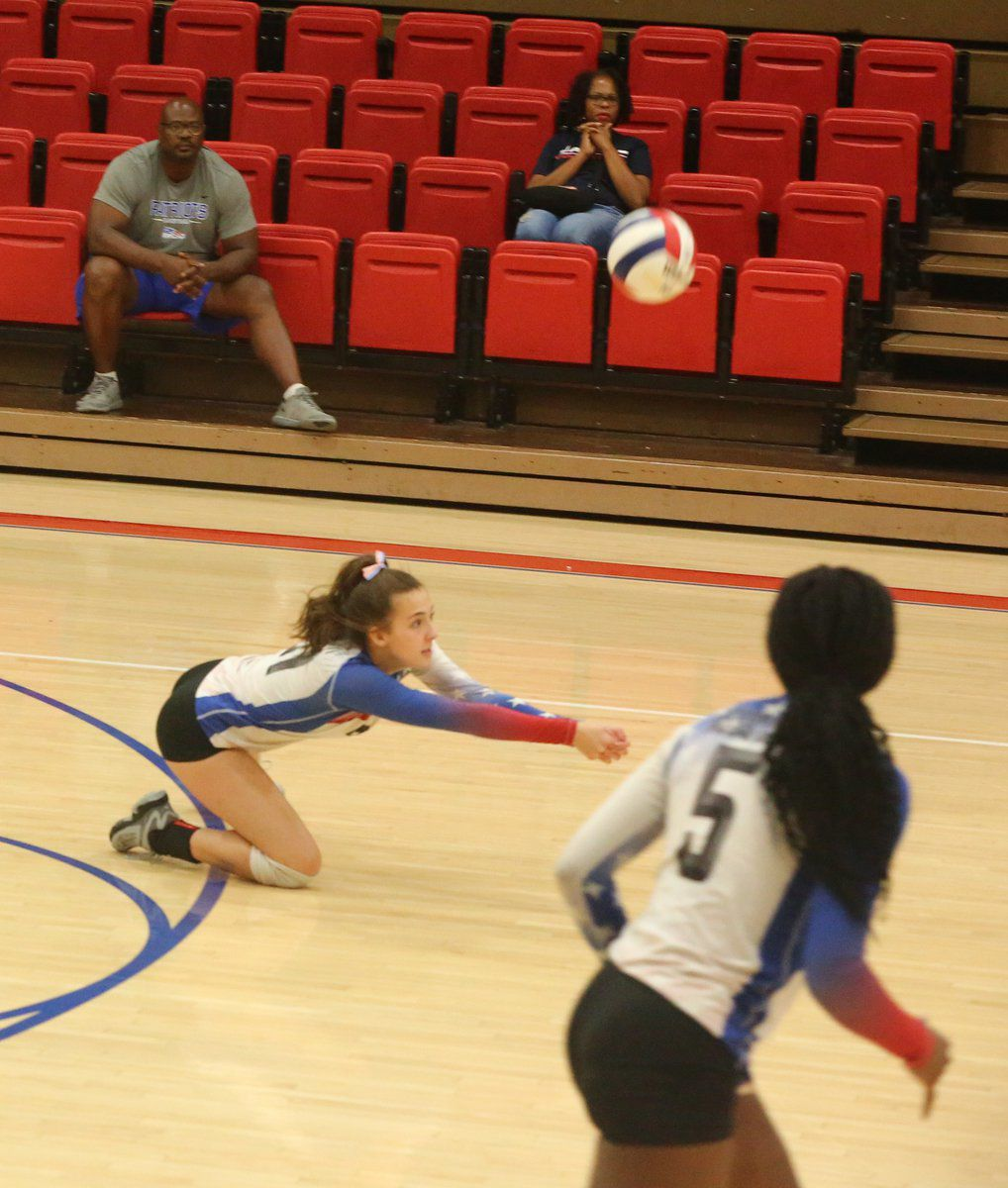 Volleyball gets first conference win at Herrin, second at West Frankfort