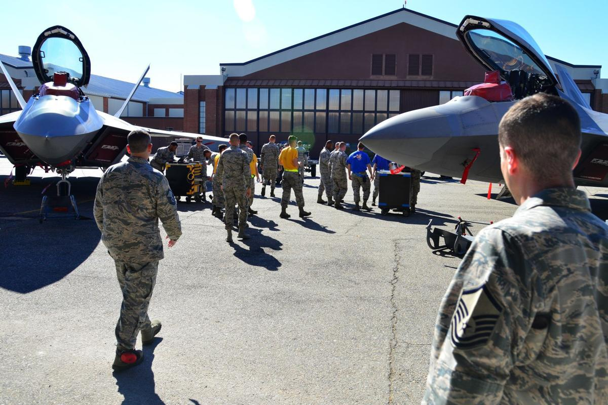 Load crew competition challenges maintainers | Peninsula Warrior