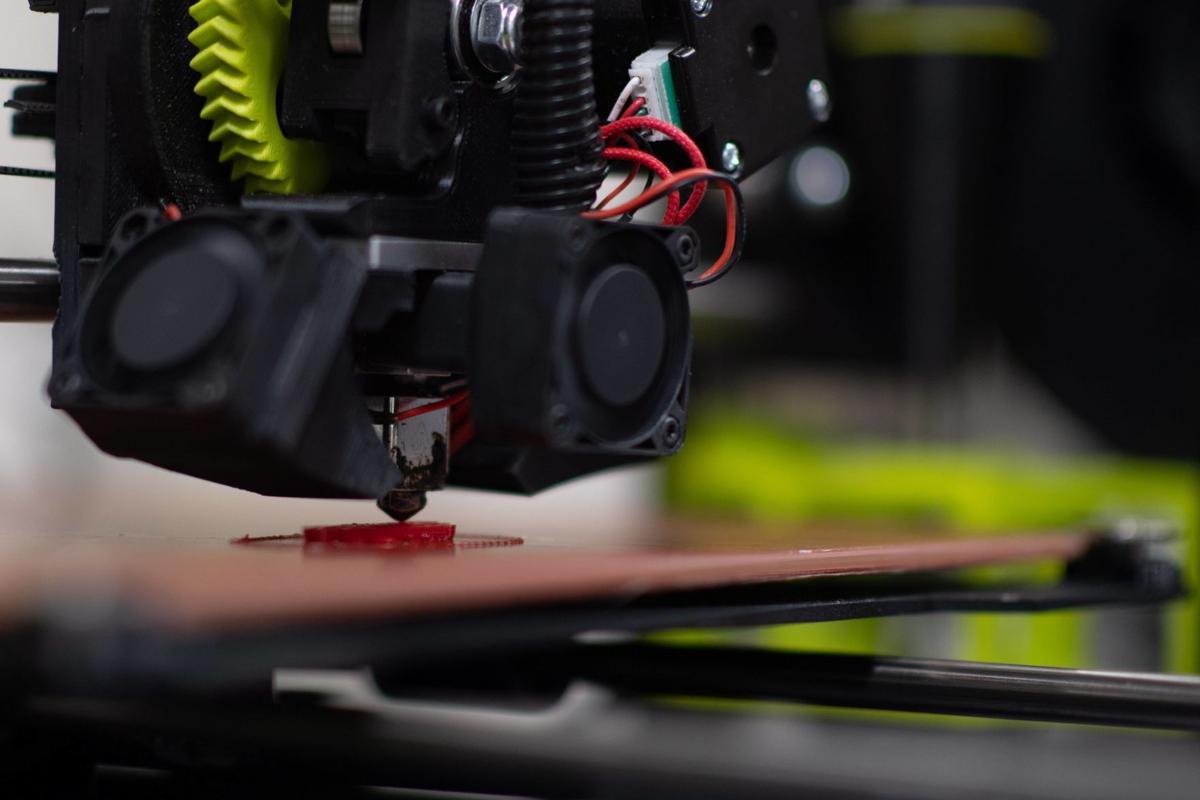 a-3d-printer-makes-a-90664.jpg