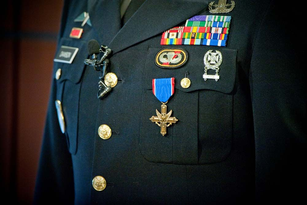 Army Airborne EOD Company Soldier receives second highest