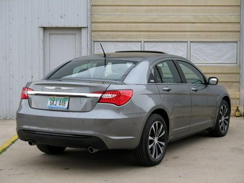 Chrysler Simplifies Lineup For Its 200 Sedan Models Automotive Militarynews Com