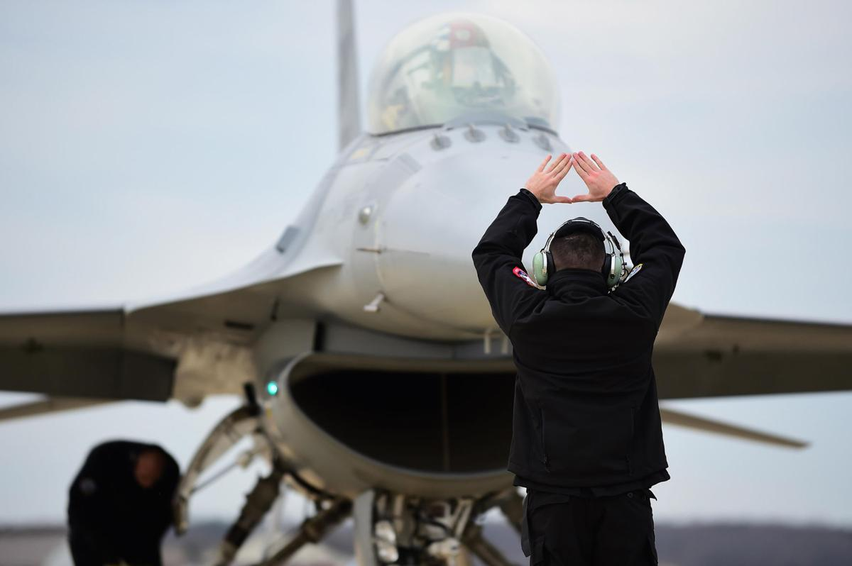 F-16 Viper Demo Team arrive for COMACC qualification | News