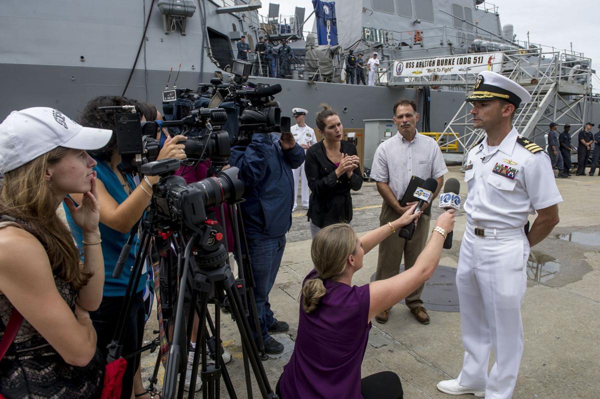 USS Mahan (DDG 72) return to homeport