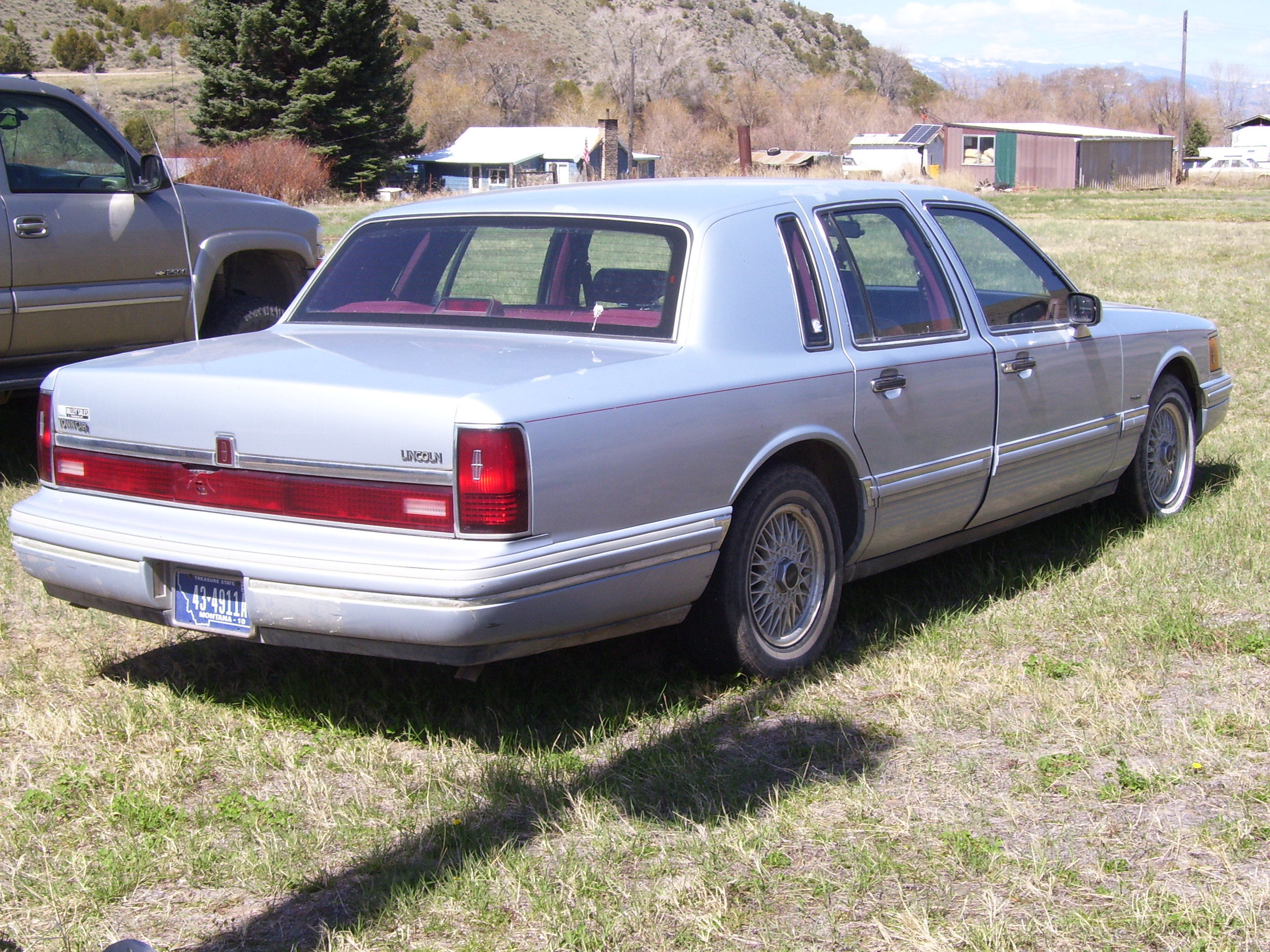 93 Lincoln Town Car image 1