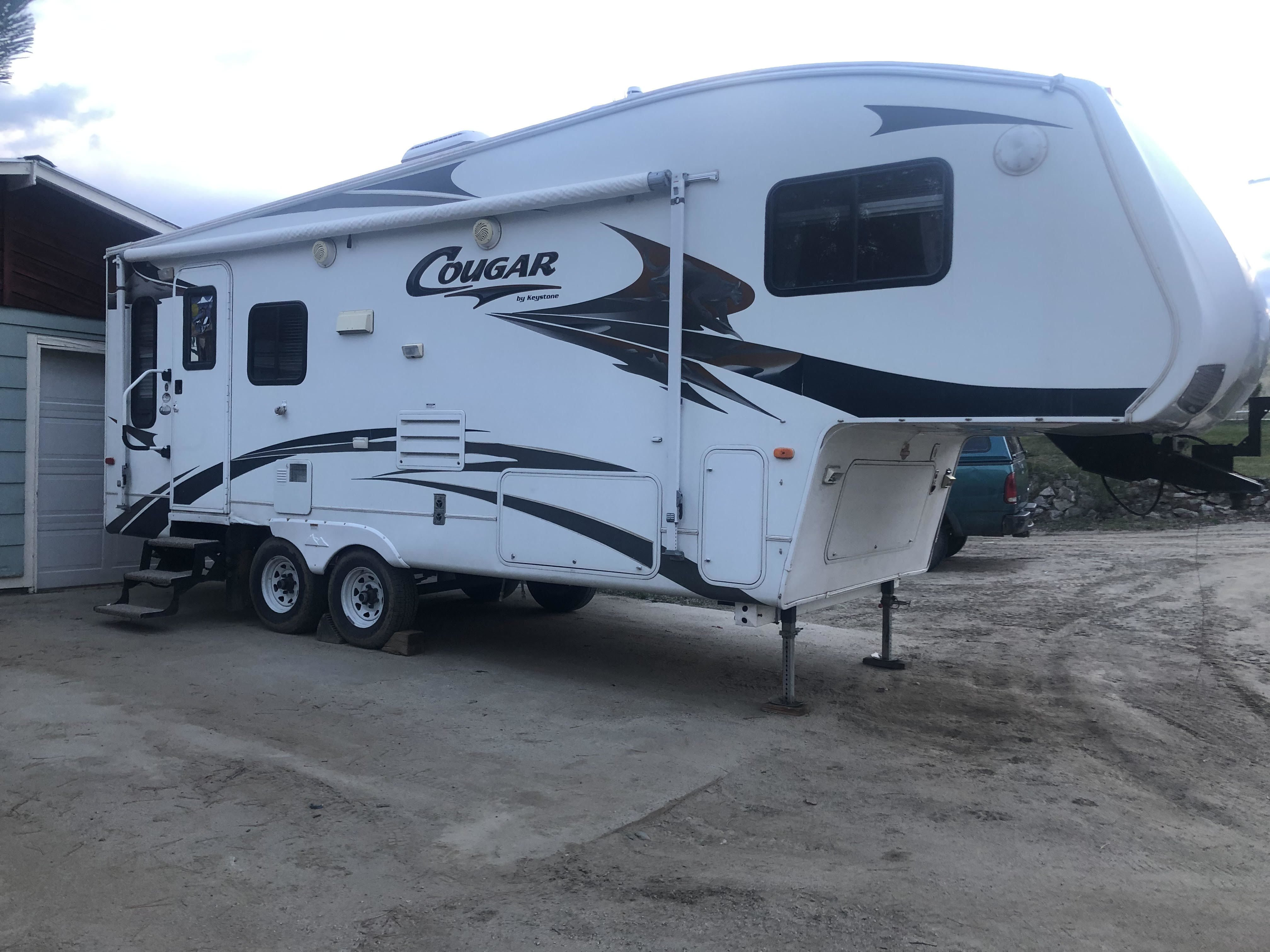 2008 Keystone Cougar Fifth Wheel 27 Ft image 1