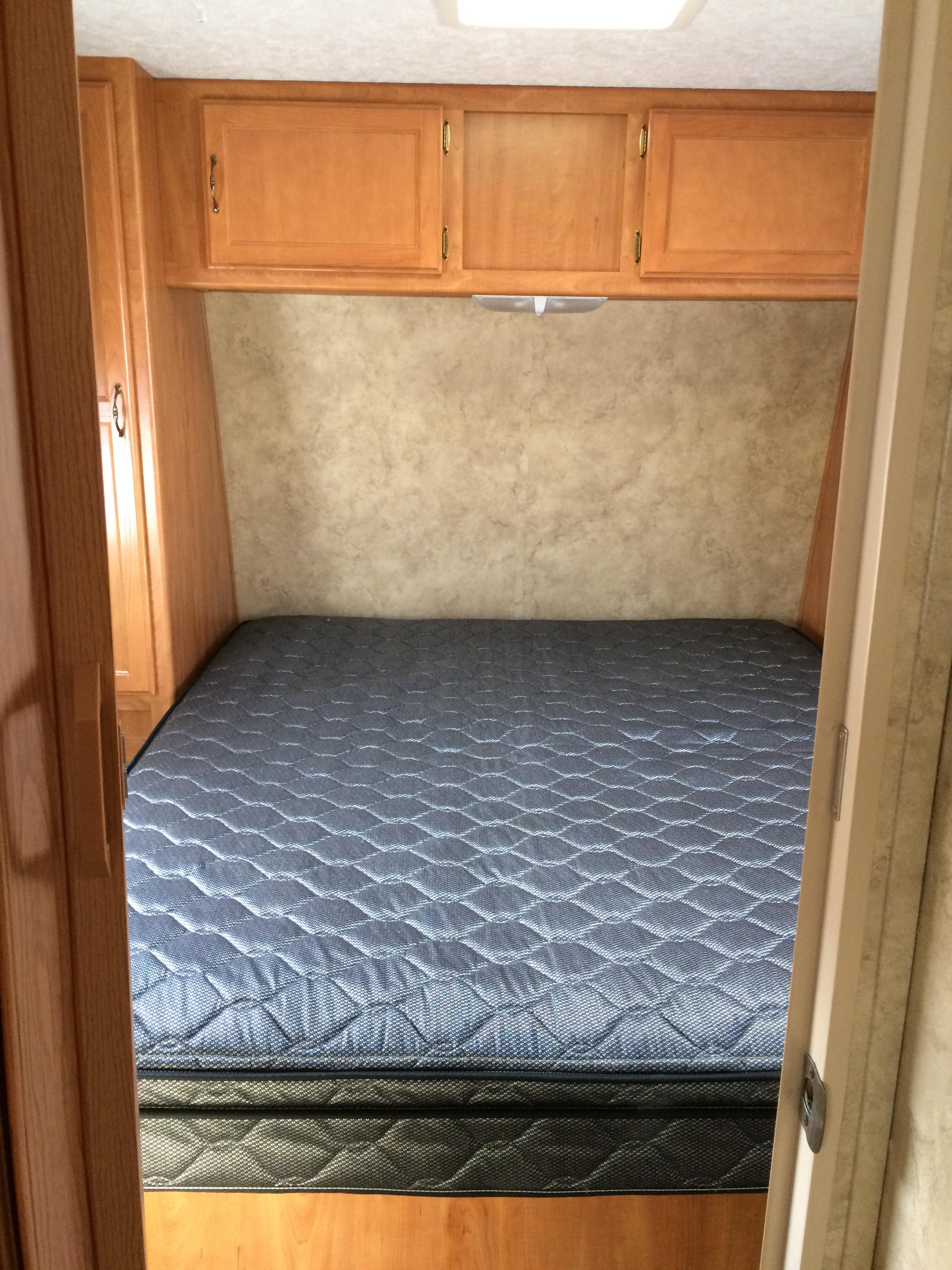 2007 27' Keystone Hideout Travel Trailer Bed