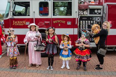 fright night costume winners.jpg