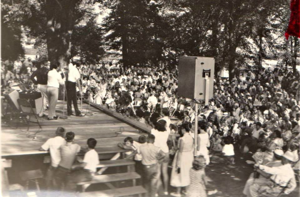 Crowd in 1950s