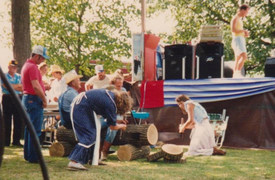 Log sawing 1986