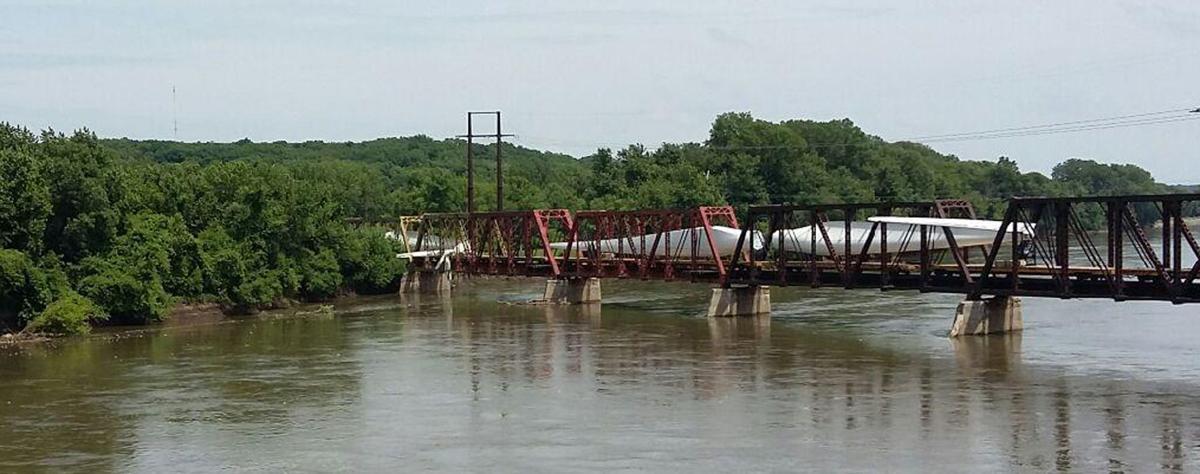 Three wind turbine blades damaged on bridge | Daily Democrat ...
