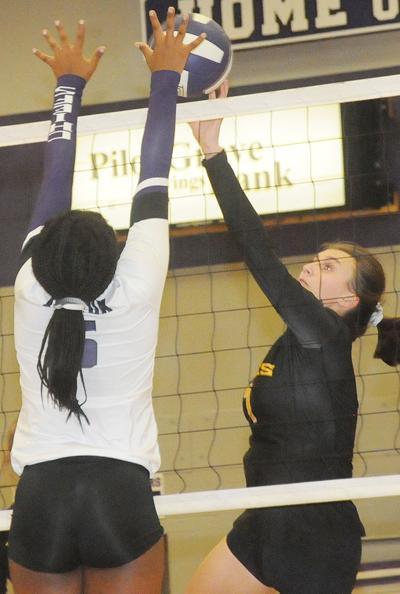 Summers, Davis battle at the net