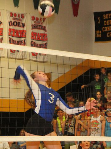 HTC VB at New London - Box leaps for spike.jpg