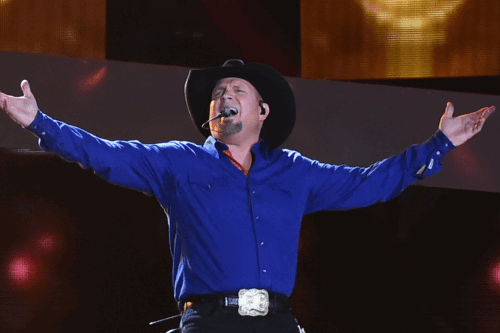 Garth Brooks Adorably Helps Couple With A Gender Reveal In The Middle Of His Concert