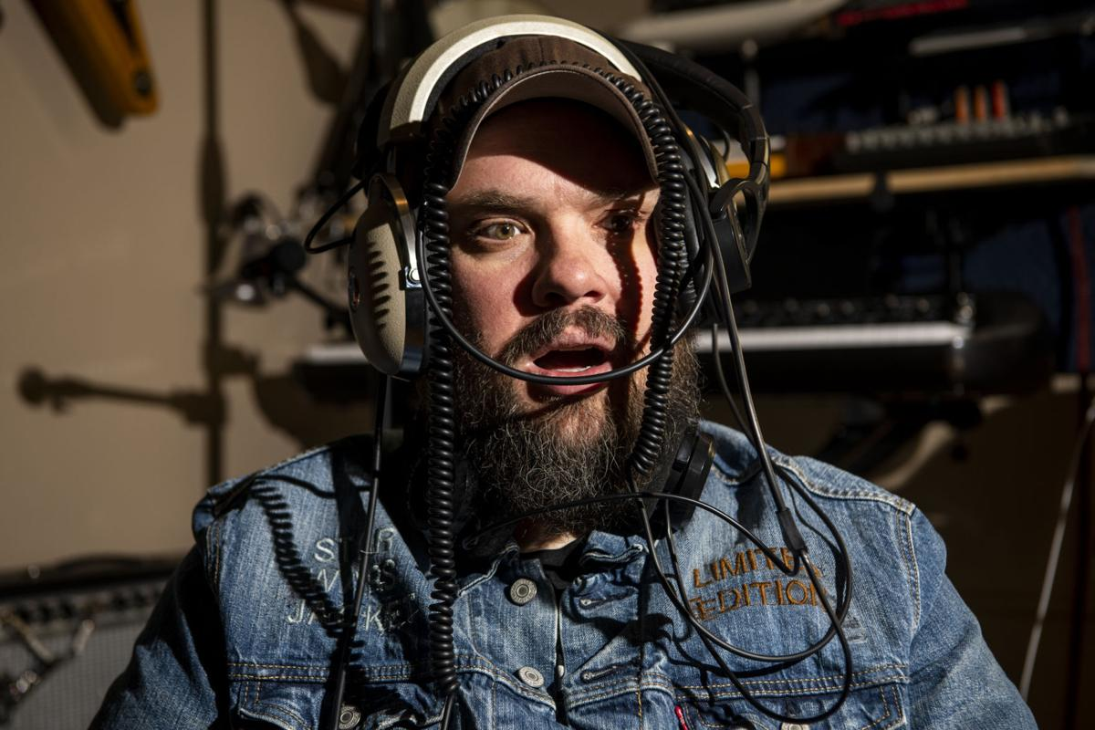 Entertainer: Travis Yost 02