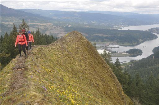 Steep scramble in Columbia Gorge offers jaw-dropping views