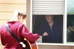 Music cheers up assisted living residents during pandemic