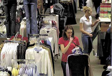 Retail revs up: Experts predict modest growth in sales during gift-giving season