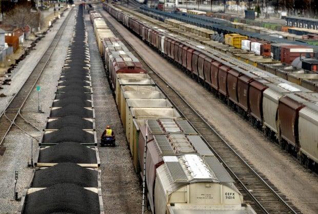 041512 coal trains1 kw.jpg