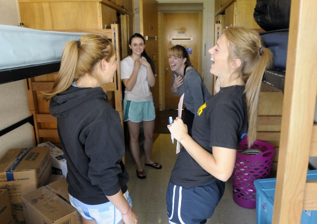Altenbrun And Zantl Move Into Their Dorm Room In Jesse Hall