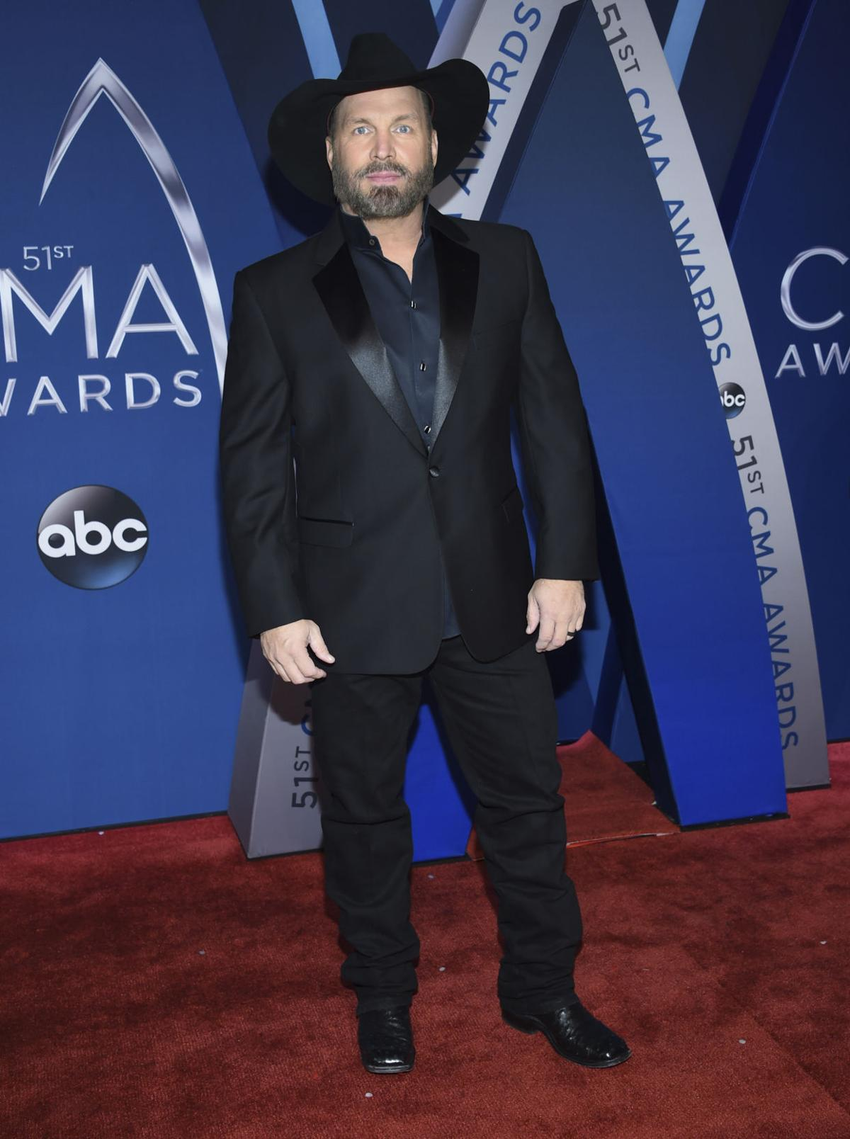 s Scenes from the red carpet at the 2017 CMA Awards