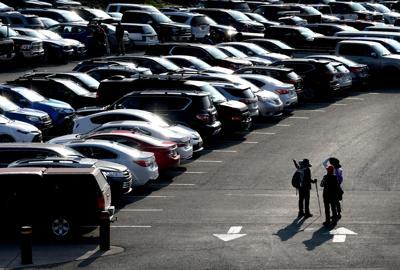 Parking lot full at Logan Pass