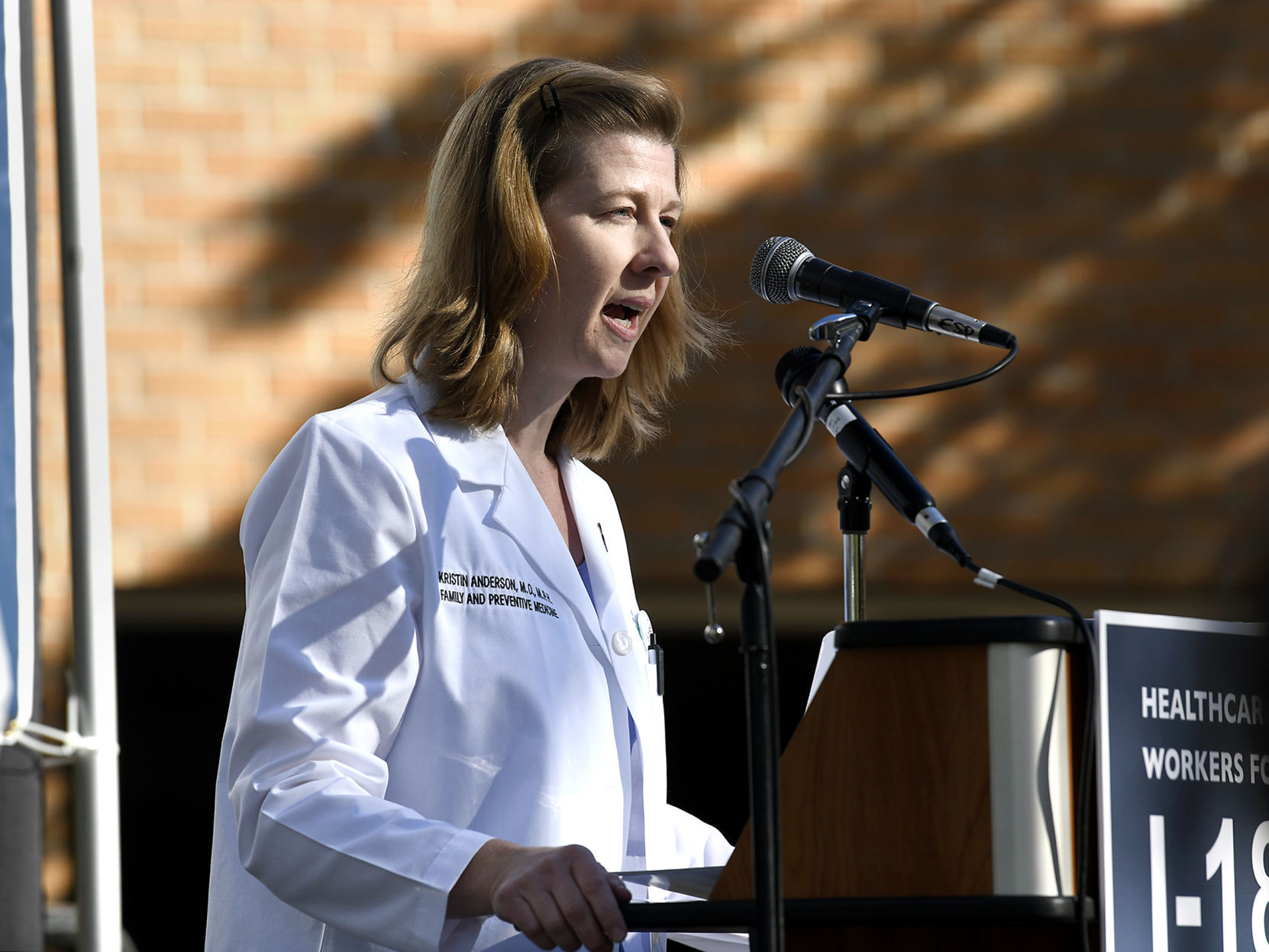 Doctors Rally in Support of Fibroid Device Curbed by FDA