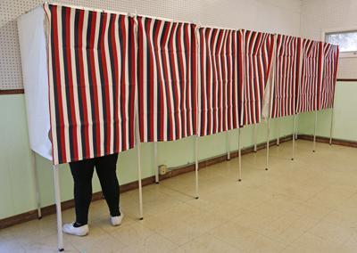 060716 primary elections4 ov.jpg