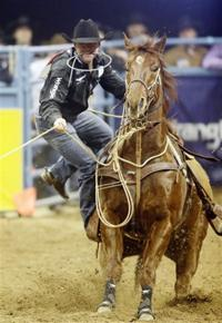 Cervi wins 4th barrel racing title with money in every NFR round