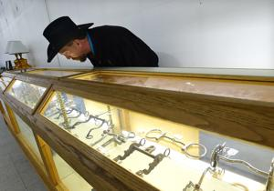 Private collection of rare Western memorabilia goes on the auction block in Billings