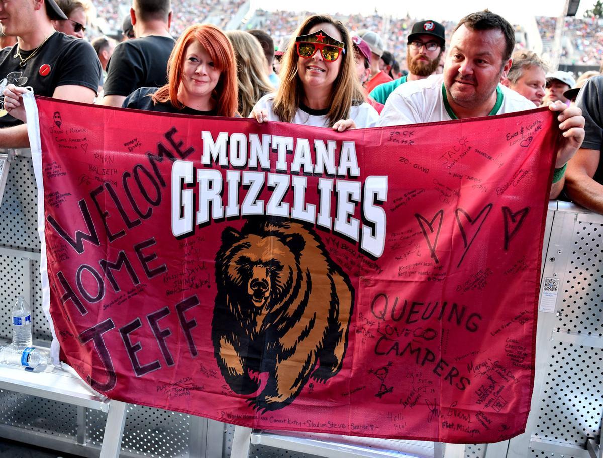 Pearl Jam fans offer Griz flag messages