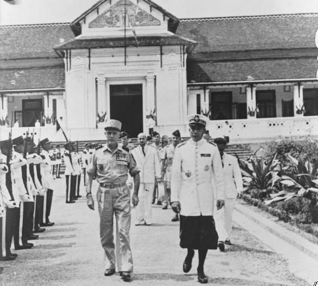 French General Salan and Prince Sisavang Vatthana in Luang Prabang, 4 May 1953