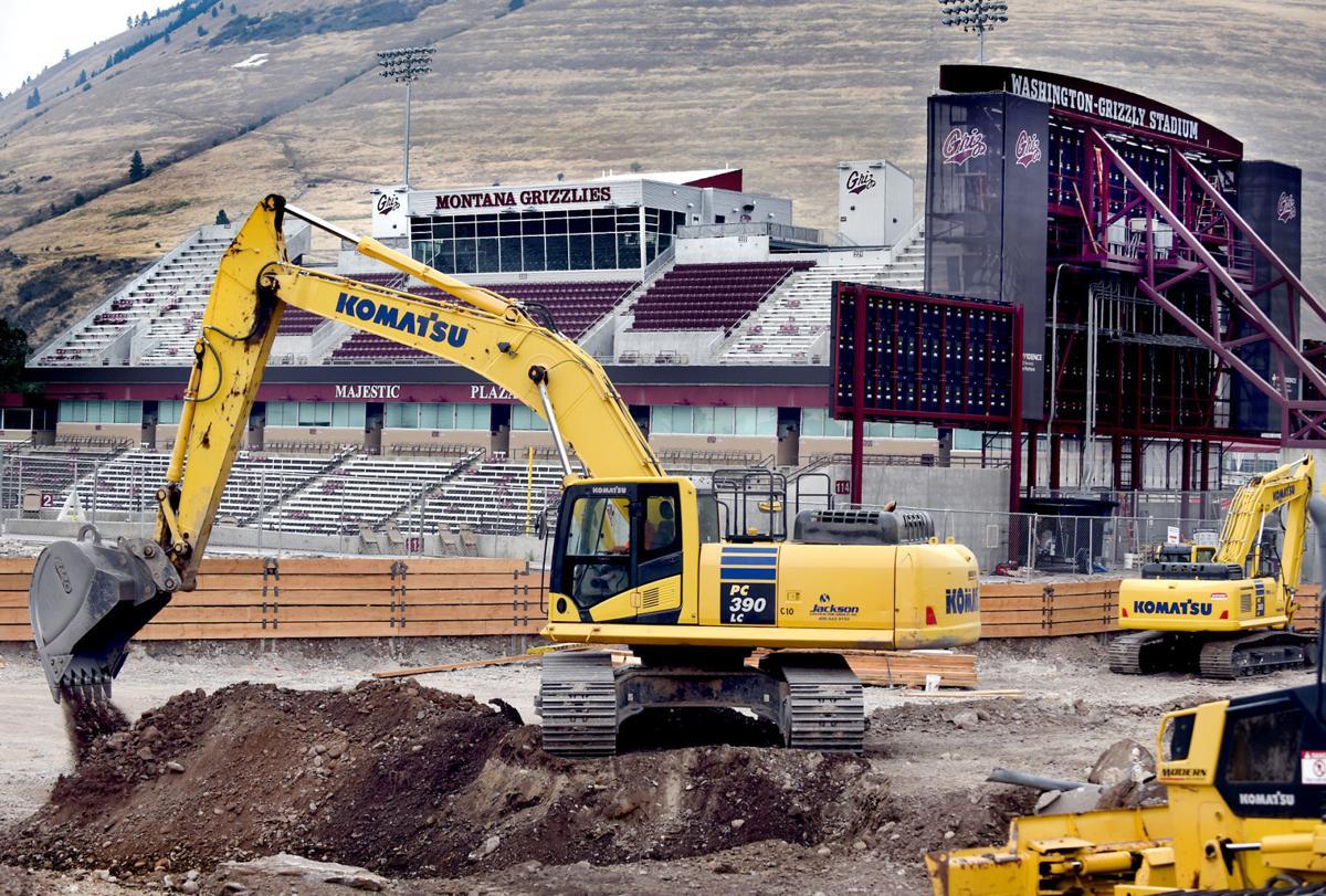 090316 stadium construction kw.jpg