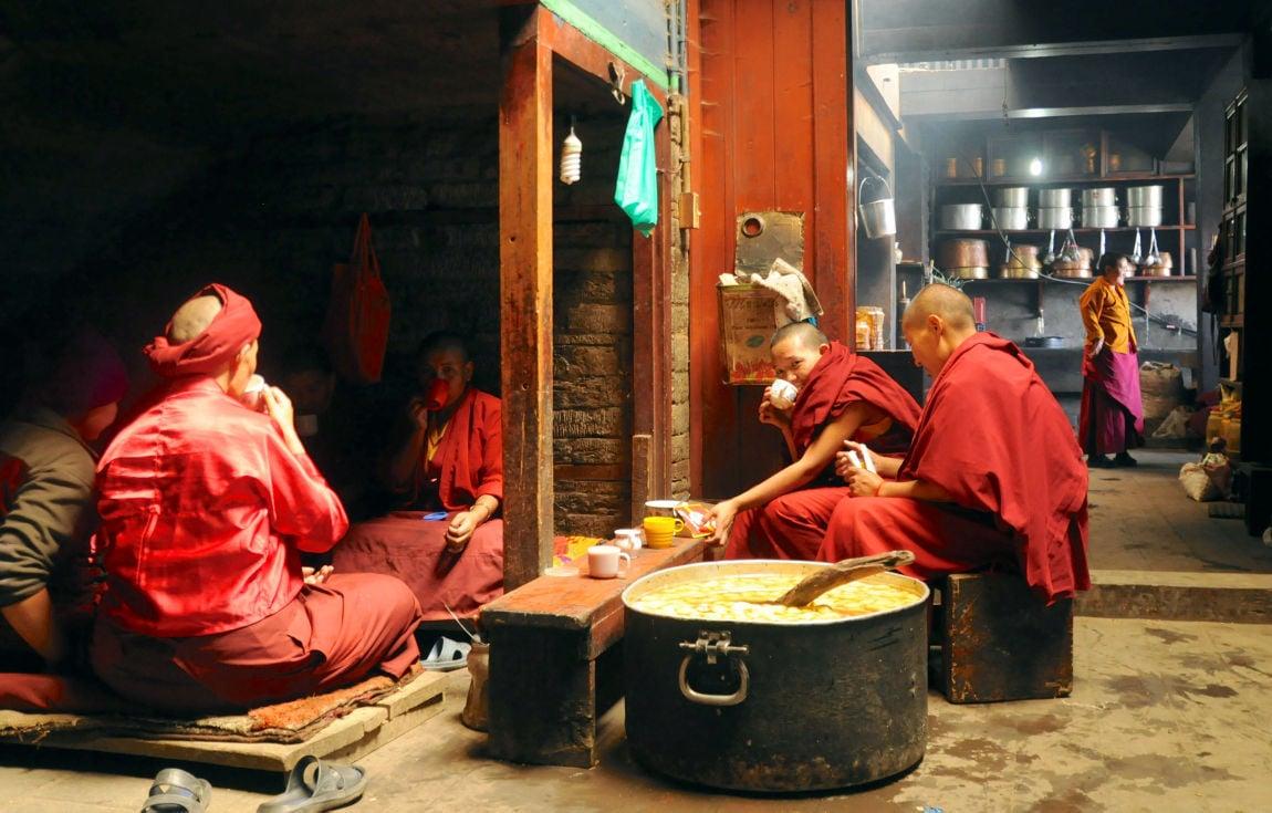 110815-mis-ter-nepal-01