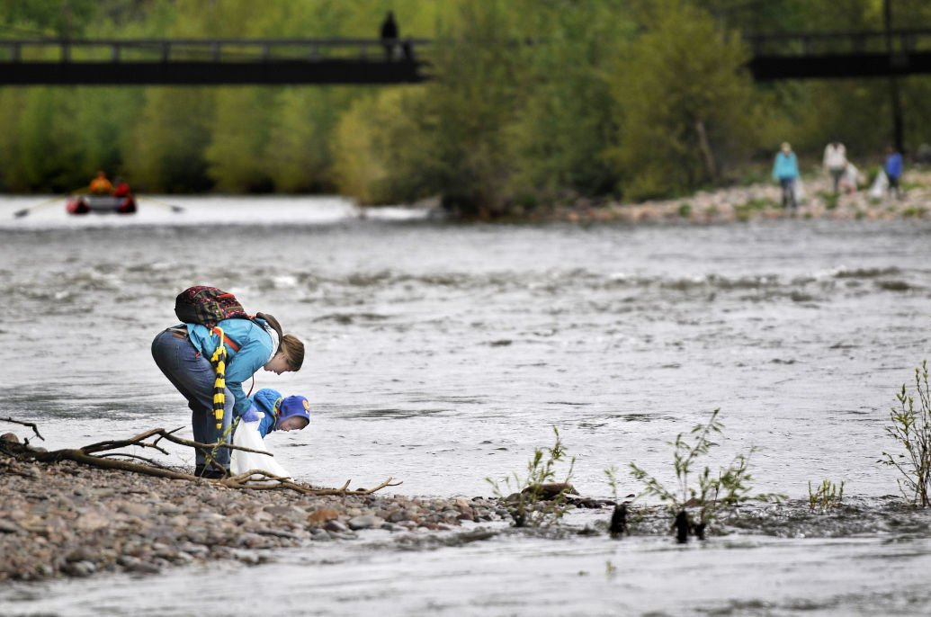 Hundreds scour Clark Fork River banks in annual cleanup | Local
