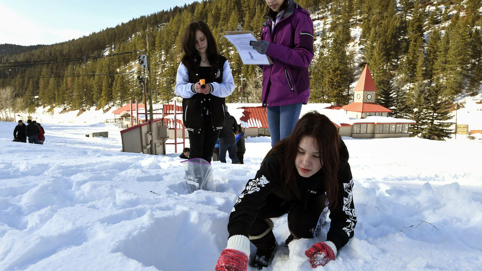 Snow and Tell activity teaches Hellgate students about Missoula watershed