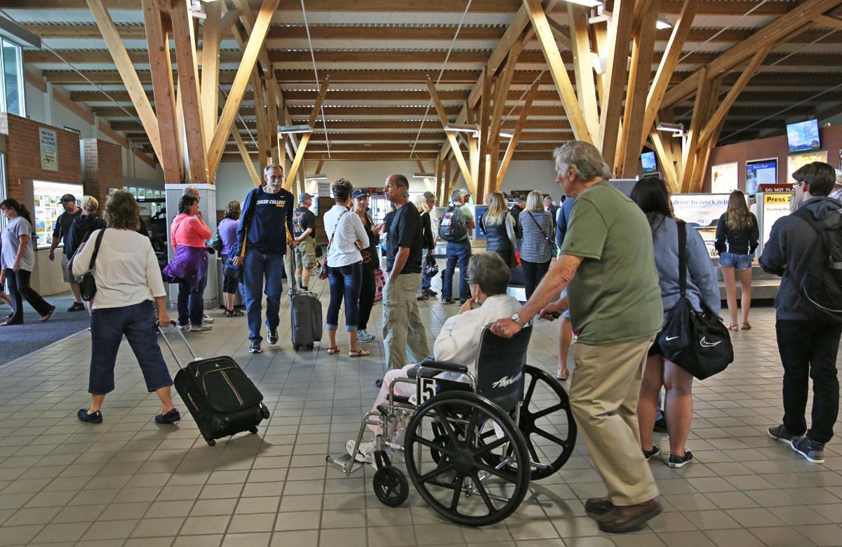 071016 busy airport ov.jpg