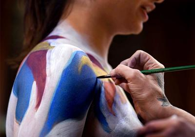 Live painting: The body as canvas for color and movement