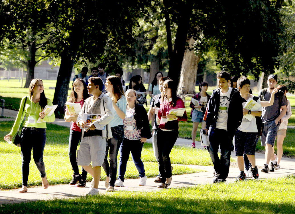 081914 foreign students1 kw.jpg