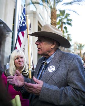 Standoff rancher draws advocates' ire, supporters' cheers