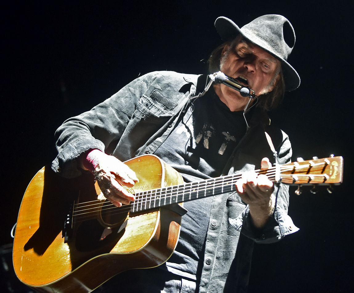 100215-mis-nws-neil-young-01