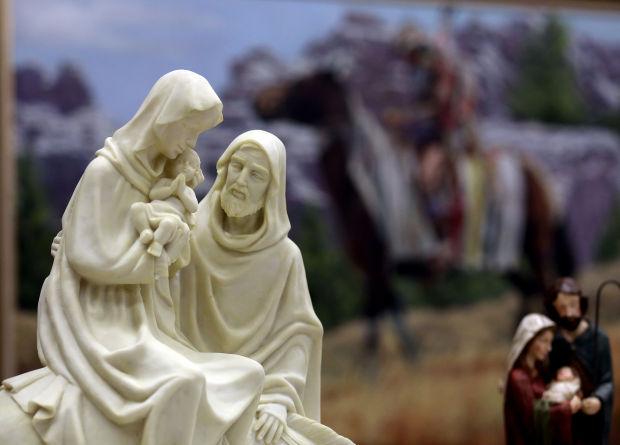 120714-mis-ter-nativity-scenes-2
