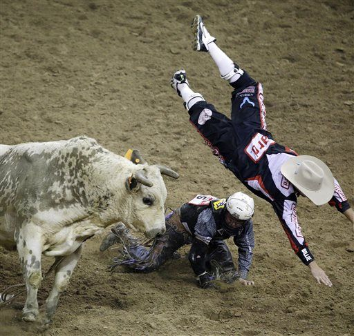 Tie Down Roper Ohl Ties Nfr Record For Wins Rodeo