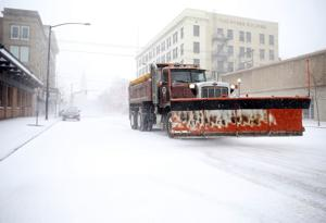'Epic' storm brings blizzards, floods, tornado to mid-US