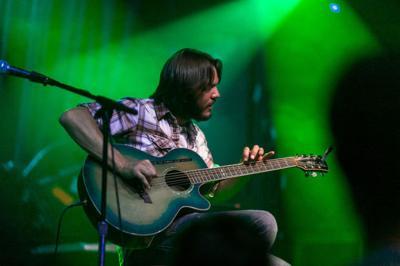 Solo acoustic guitarist Maxwell Hughes