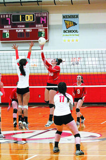 Indians volleyball sweeps Central