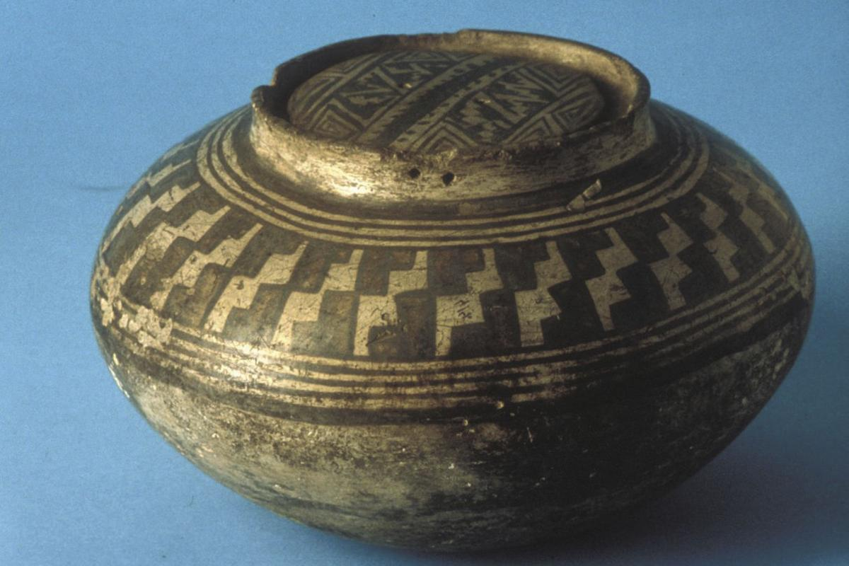 A ceramic pot from the collection of Gustaf Nordenskiold,