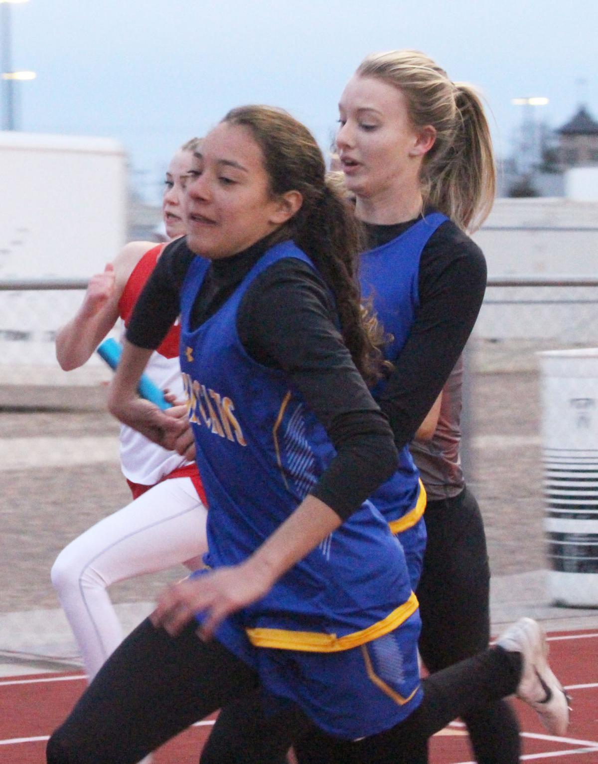 sprint relay kaitlyn hernandez olivia grasse.jpg