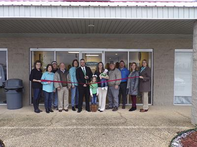 Country Financial holds ribbon cutting